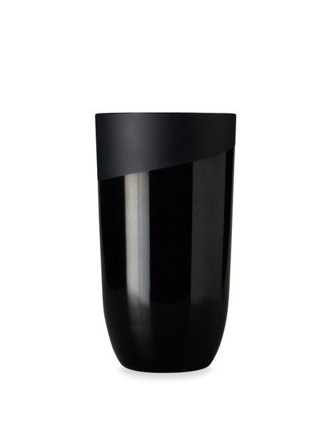 designbinge:  Absolute Black Medium Vase from Gilt