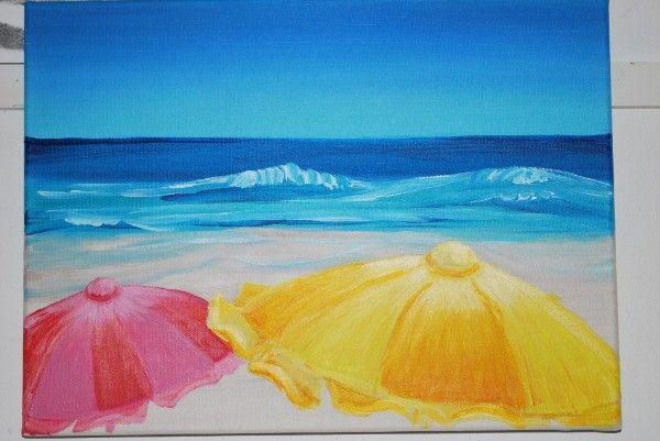 De koude blauwe achtergrond steken af bij de warme kleuren op de voorgrond parasol en strand - Kleur warm en koud ...