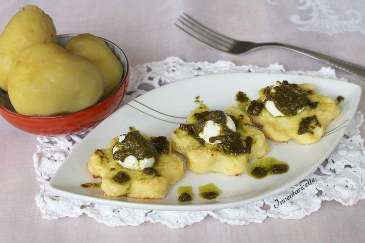 Stuzzichini di patate al Pesto Facili, veloci, saporiti. Scenografici, colorati, freschi. Uno tira l'altro. COSA SERVE? 600 g di patate lesse 2 albumi 50 g