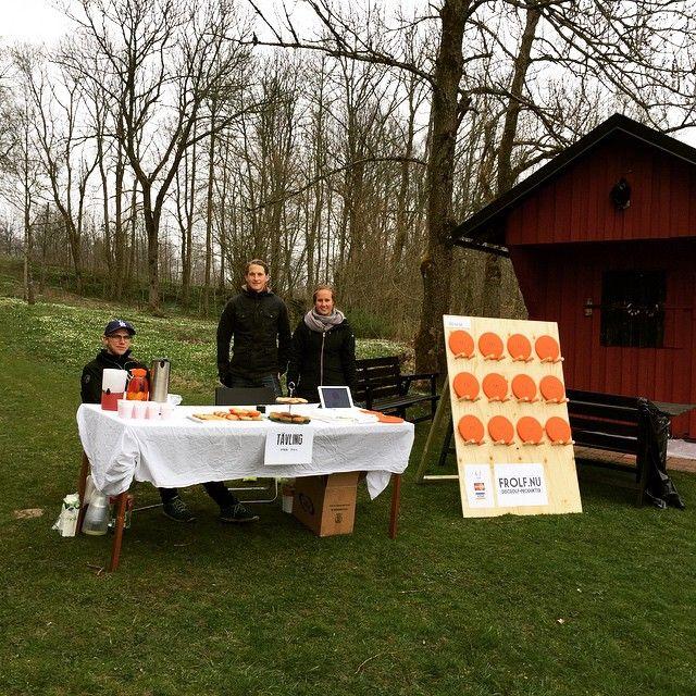 Kom förbi oss vid Ymer på #linnemarschen! Vi har en tävling: ta en bild och tagga #frolfnu och @frolf.nu så lottar vi ut en disc till en person. #discgolf