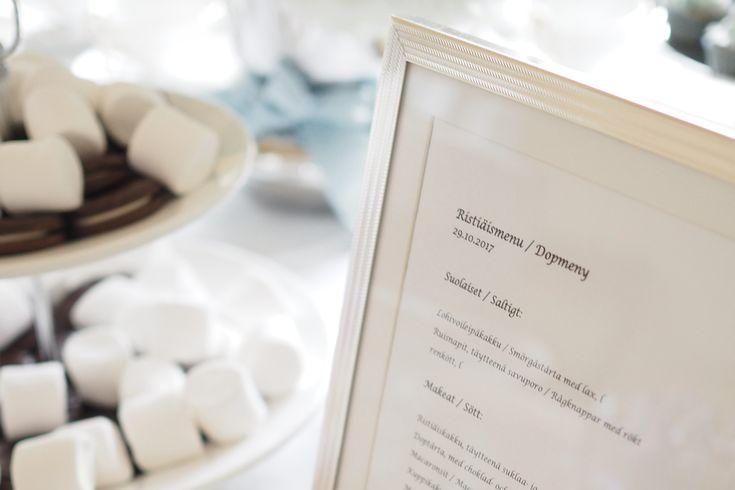 Edullinen mutta näppärä tapa laittaa esille ristiäismenu on tulostaa menu ihan perus valkoiselle paperille ja laittaa se kauniin kehyksen sisään!