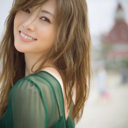 乃木坂46白石麻衣写真集、完売続出で品薄状態に - モデルプレス