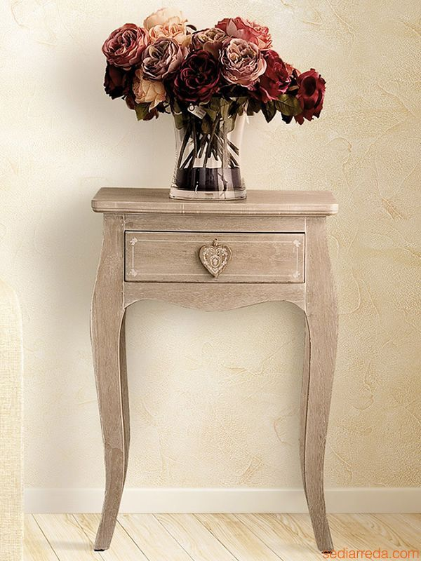 Graceful and refined Shabby chic furniture