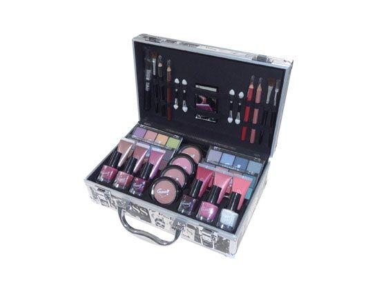 Maleta de #maquillaje #Gloss Beauty Tendance de 61 piezas a un precio de chollo. Es de la marca Gloss! y tiene de todo a un buen precio. Sólo en ECI.