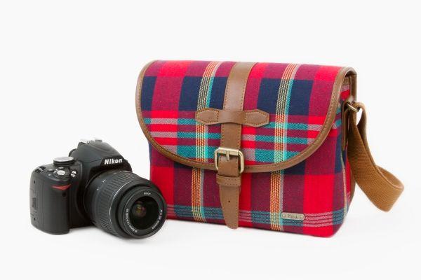 Plaid Camera Satchel - A perky plaid camera bag, perfect for day tripping. ($75.00, http://photojojo.com/store)