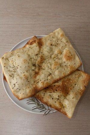 Come fare la pizza scrocchiarella con la pasta madre