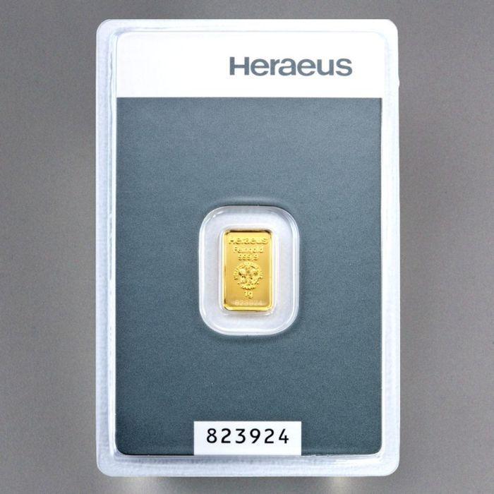 Heraeus goud bullion 1 gram - 999 fine gold - veilig verpakt in blister - met certificaat en serienummer  Heraeus gouden bar van puur 9999 fijn goud.Deze zeer fijne goudstaven kom in credit card formaat met blisterverpakking en reliëf motief!Ze werden geproduceerd door Heraeus edele metalen / Umicore (goudstaaf) & ALSS EURL (zak munt).Deze unieke bars worden verzonden in een zak ALSS verzendkosten voor optimale bescherming.Goud is altijd gefascineerd mensheid en trekt iedereen met haar bijna…