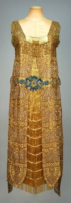 BRADLEY'S EGYPTIAN INFLUENCED BEADED LAME EVENING DRESS, LONDON, 1923. - Price Estimate: $1200 - $1500