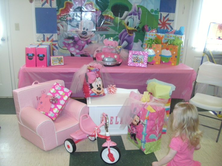 Minnie Mouse and Daisy Duck Present table and Party favors ...