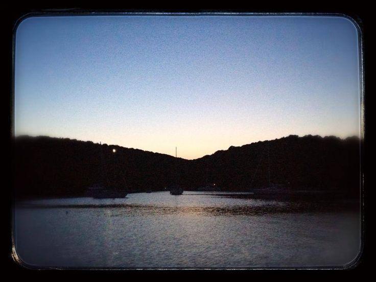 Mouvros Bay 39^ 24.338 N - 20^ 13.933 E 9 luglio 2013 ore 20.15. un po' come stare in una baia dei pirati.