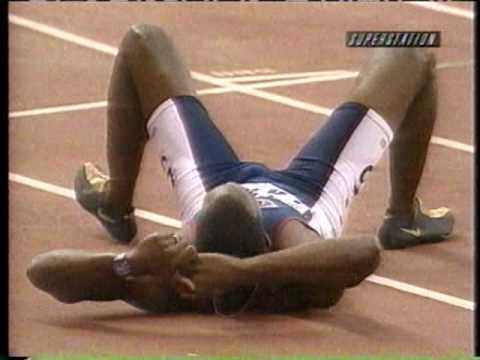 Podía estar en running, o en estilo. Michael Johnson, se puede ser elegante corriendo los 400 m: Michael Johnson 400m Final 43.18 (WR) - 1999 Seville World Championships