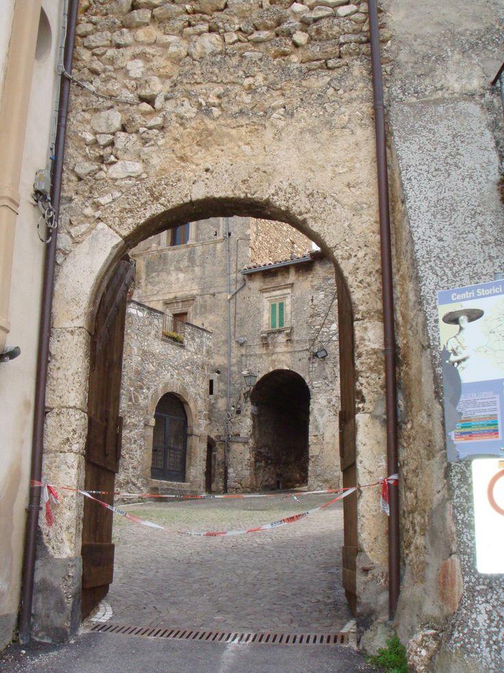 Centro Storico:una porta d'ingresso chiusa.