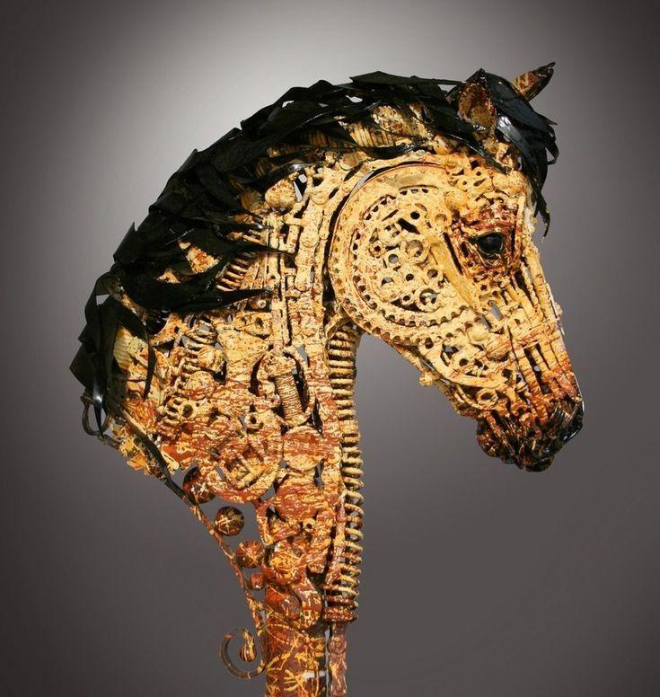 Скульптуры из металлолома Американский художник Джон Лопес из штата Южная Дакота создаёт металлические скульптуры из ржавых останков сельскохозяйственной техники.