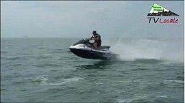 À Port Olona aux pontons du Vendée-Globe, Scoot-Wave propose Jets-ski, scooters des mers et bouées tractées chaque jour cet été. Scoot-Wave est désormais installée dans une nouvelle basde nautique à fleur d'eau.