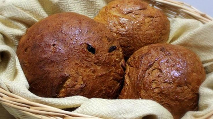 I discovered this dark, sweet bread with candied fruit and raisins last year when my husband and I had a layover at the airport in Panama. I really liked it, and asked the clerk at the coffee shop if she knew the name of the bread they had served with cream cheese and coffee. She told me the name of it. When I got back, I looked for more information online and found that it's the traditional bread of Panamanian cuisine, and even though it is consumed all year long, it is most consumed…