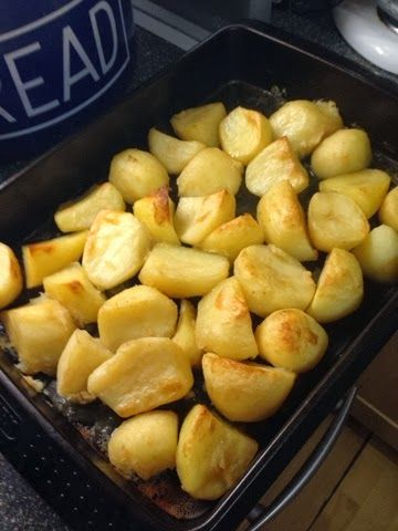 Vicki-Kitchen: syn free tasty roast potatoes (slimming world friendly) Tried these, & OMG! To die for!