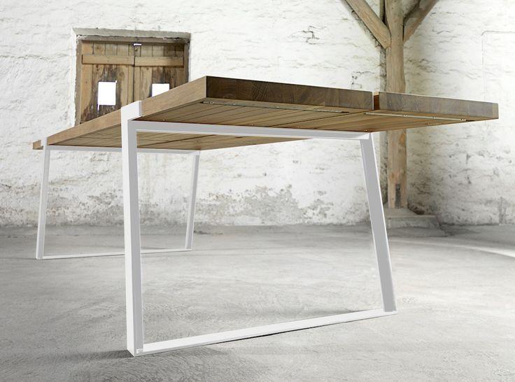 Rustic Spisebord - Virkelig flot og rustikt spisebord, som kombinerer det rå look med det moderne. Bordet består af to solide planker i massiv  olieret eg og stellet er i hvidmalet stål, som er tværgående på oversiden af bordkanten. Dette fantastiske spisebord vil passe ind i både det højmoderne hjem og det mere klassiske hjem, hvilket blot understreger alsidigheden i dette bord, som vil kunne holde i rigtig mange år og stilskift.