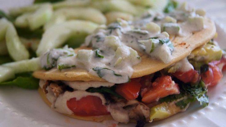 crepes saladas de harina de garbanzo rellena de vegetales con queso vegano de nuez de la india, bañado de crema de nuez de la india con cilantro, cebollín y chile xcatic.