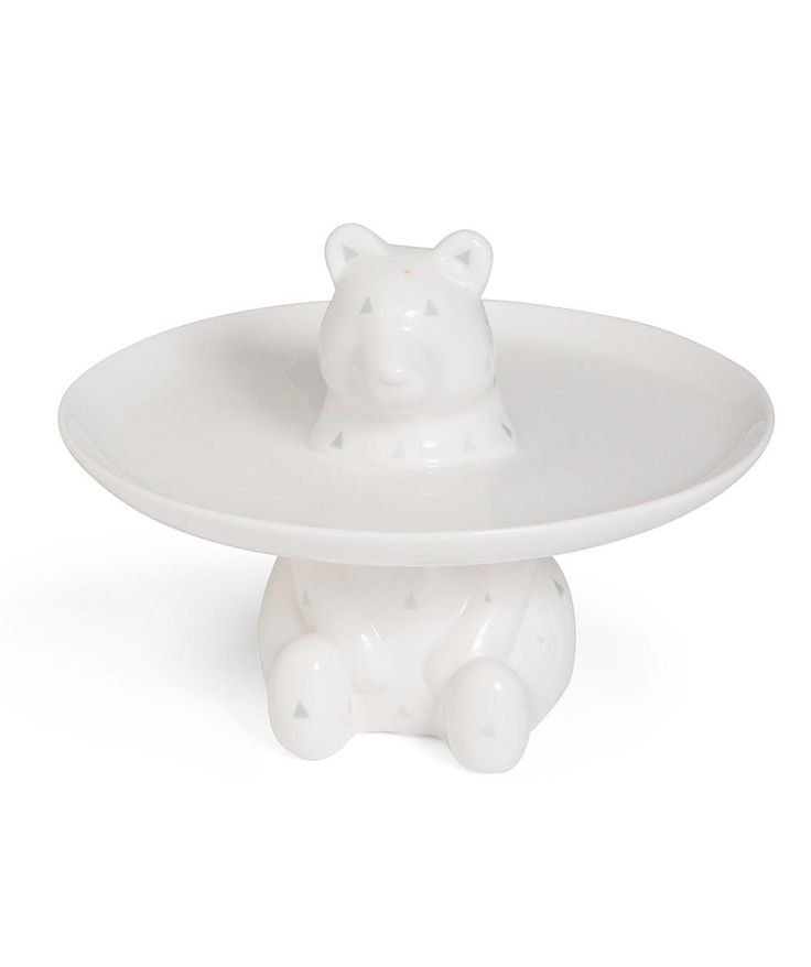 This beautiful bear cupcake holder will be the talk of the party, with a playful porcelain plate to display your deserts to perfection. | huntingforgeorge.com