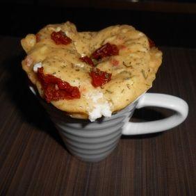 Mug Cake chèvre frais & tomates séchées Un mini cake prêt en 5 mn chrono… mais oui c'est possible ;) et en plus c'est délicieux :D Pour voir la recette, cliquer sur le lien suivant : http://www.gastronoome.com/products.php?pid=528