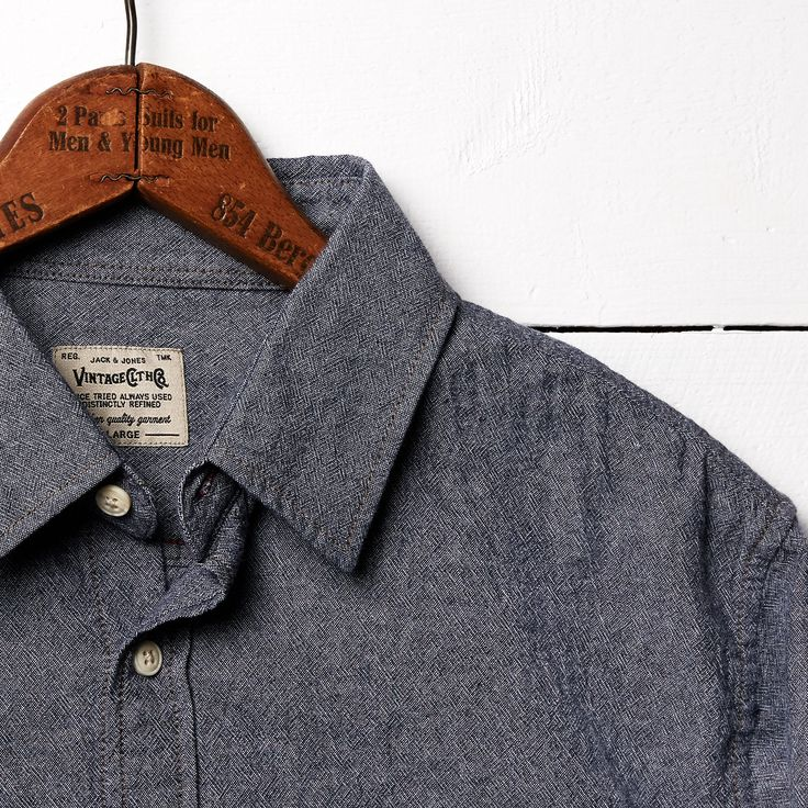 What separates boys and men? A good fitting shirt. Check this relaxed, slim fit shirt made out of pure cotton. Once tried - Always Used | JACK & JONES #shirt #cotton #bottondown