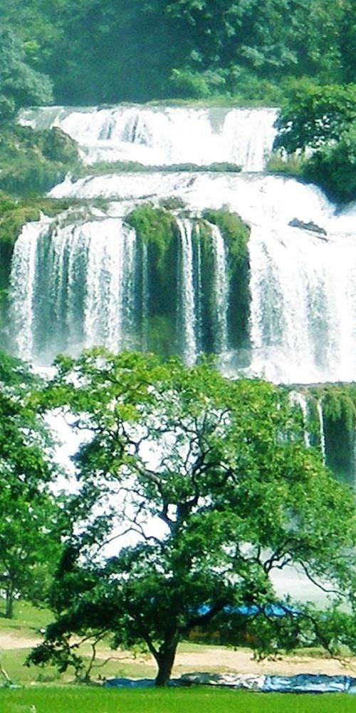 See more pictures http://666travel.com/ban-gioc-detian-falls-vietnam-china/