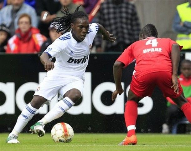 https://flic.kr/p/8xjeNW | Belgium Soccer Real Madrid | Spain's Real Madrid player Royston Drenthe, left, challenges Belgium's Standard de Liege player Daniel Opare during their friendly soccer match in Liege, Belgium, Tuesday, Aug. 17, 2010. (AP Photo/Yves Logghe)