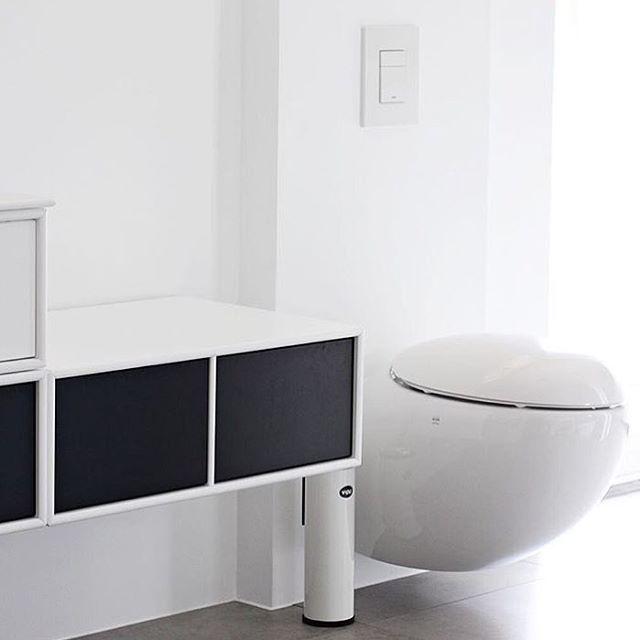 #repost @nordicleaves Montana Bathroom. #montanafurniture #danishdesign #white #black #minimal #minimalinterior #minimalist #nordiskehjem #nordiskahem #nordicstyle #scandinavianhome #bathroom #bathroomdesign