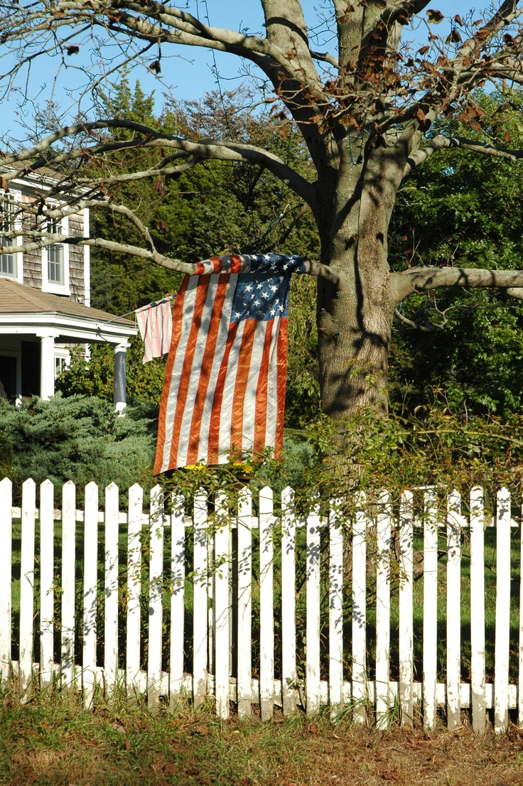 picket fence & old glory...: White Picket Fences, American Flags, Flags Usa, Picket Fence Nic, Fence Nic Older, Don T Fence, Popsicles Sticks, Popsicle Sticks