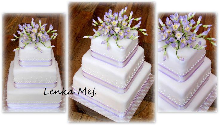 Svatební s fréziemi ve fialkové barvě