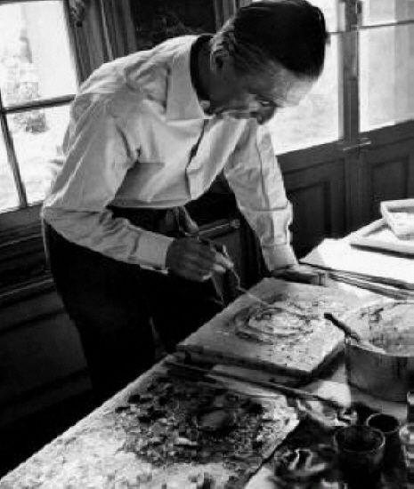 jean fautrier | Jean fautrier dans son atelier - (c) ADAGP