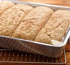 Brød i langpanne betyr å bake fire grovbrød samtidig. Putt langpannebrødet av grov rug og hvete i frysen, så får du alltid fersk brød til hverdagen.