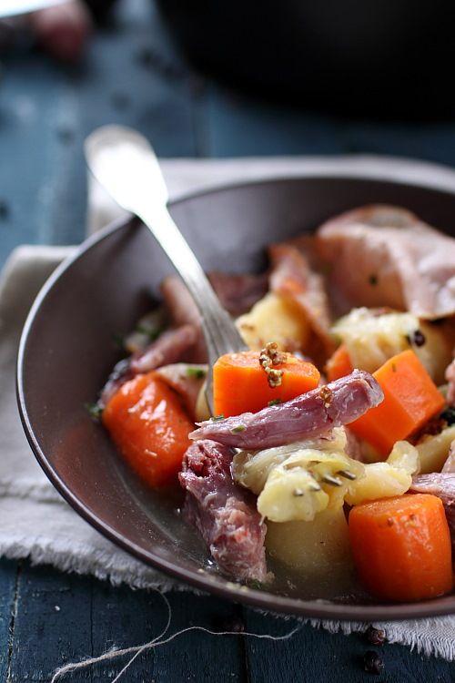 Les potées et les minestrones sont des petits plats que j'apprécie de cuisiner et de déguster lorsqu'il fait froid. C'est facile et ça permet de faire le p