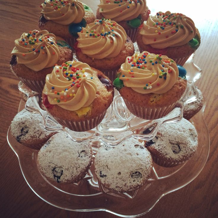 Blueberries Muffins and M&M/Dulce de Leche Cupcakes