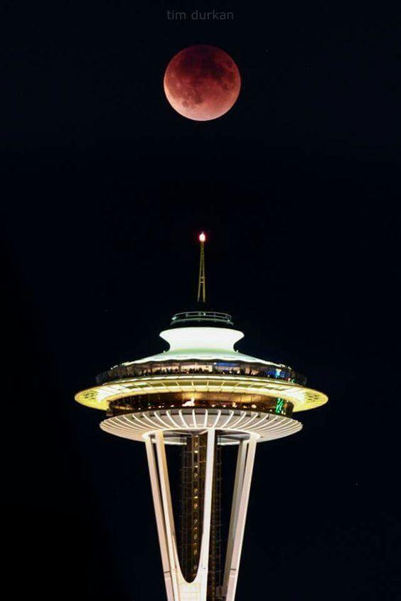 Luna şi Acul Spaţial 11 - Seattle, statul Washington, SUA