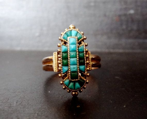 A wonderful variety of shades and tones in this vintage turquoise ring.