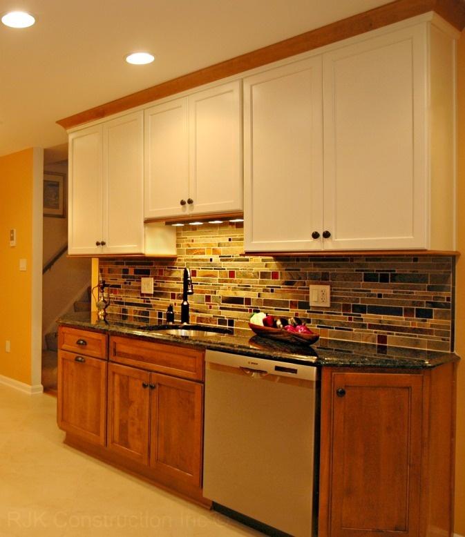 two tone cabinets & Stone backslash  http://www.rjkconstructioninc.com: Kitchens Design, Improvement Ideas, Two Tones Cabinets, Kitchens Ideas, Ideas Cocina, Houses Decor, Cusine Déco, Stones Backslash, Farmhouse Plans