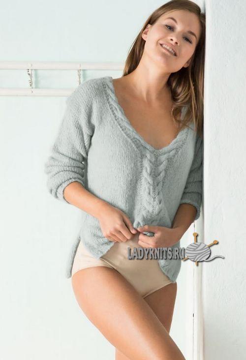 Вязаный спицами женский пуловер с косами