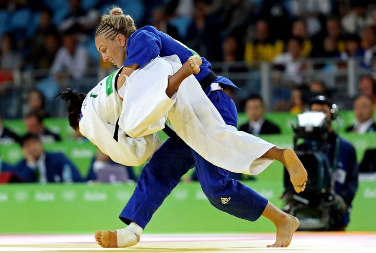 Yuri Alvear of Colombia beats Sally Conway of Great Britain during the women's judo 70kg semifinal in the Rio 2016 Summer Olympic Games at Carioca Arena 2.