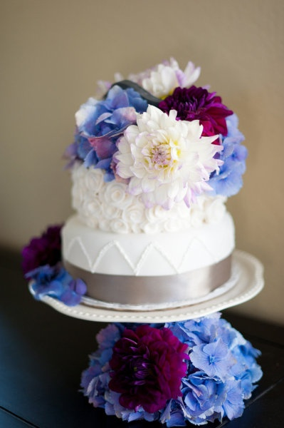 Change the purple flowers to pink. Cute cake.