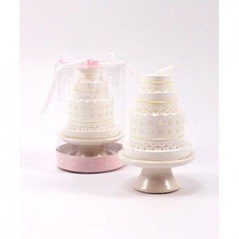 Una decorazione semplice ed efficace! Candele-weddingcake per la vostra tavola di nozze!