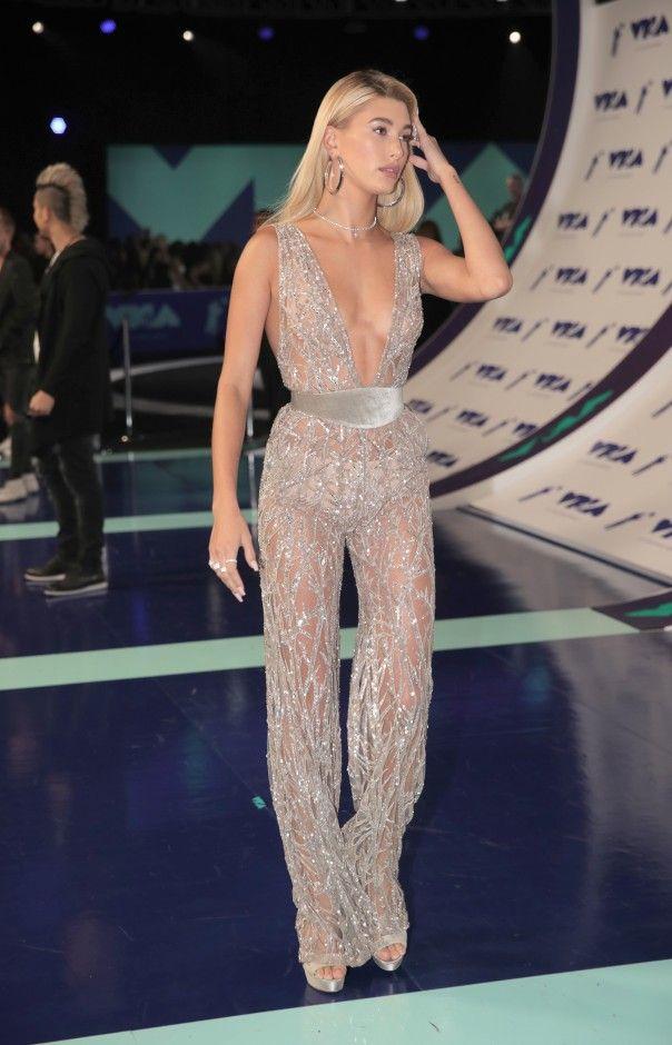 Hailey Baldwin's Silver Jumpsuit at the 2017 MTV VMAs | Coveteur.com