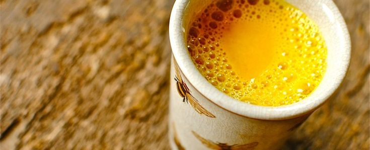 Recette du lait d'or: cette boisson simple peut changer votre vie.      1/4 de tasse de curcuma en poudre     1/2 cuillère à café de poivre noir moulu     1/2 tasse d'eau filtrée lait végétal et huile coco ou olive et miel..