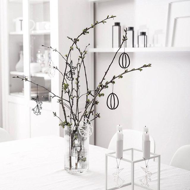 Spring decor in our house . .  .  .  .  .  #springdecor#livingroom#feliusdesign#lyngby#kubus#bylassen#easter#nichbadesign#whiteinterior#onthetableproject