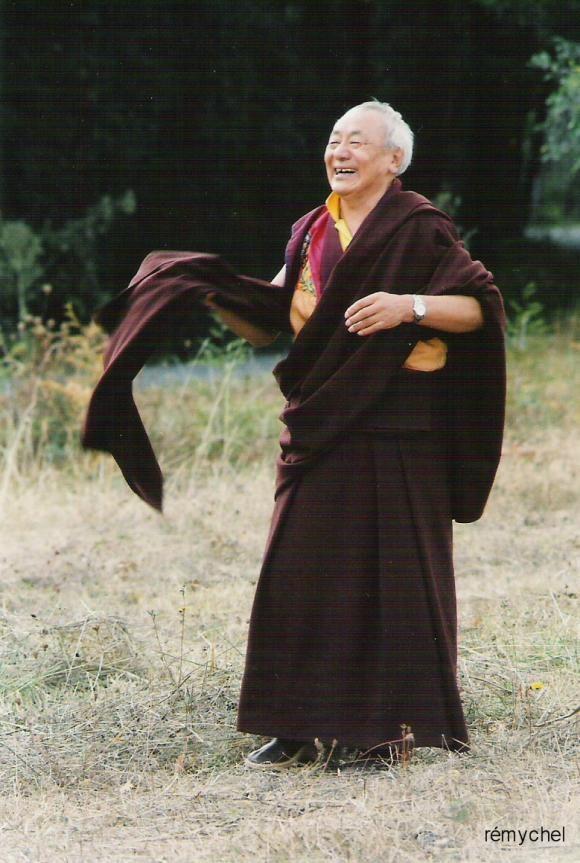 http://bost-album.cowblog.fr/images/CopiedelamaGuenduneRinpoche.jpg