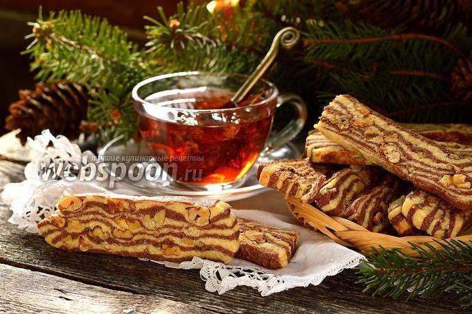 Фото Полосатое печенье с орехами