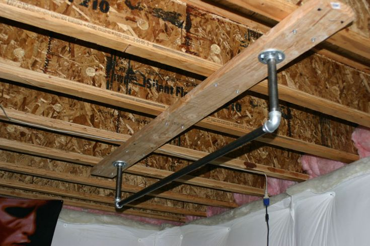 pipe pull up bar hang from ceiling | Make your own pull up bar at home. Courtesy – http://weightsbelt.com