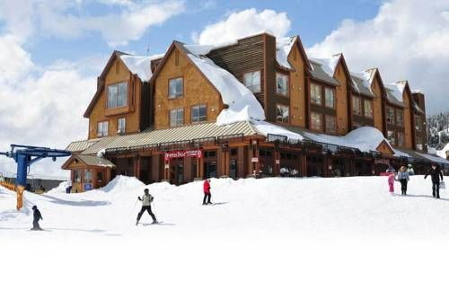 Chateau Big White Big White (British Columbia) Boasting ski to door access, this hotel is centrally located in the Big White resort. A restaurant and bar are featured on-site. A kitchenette is offered in all rooms. Snow tubing is 1km away.