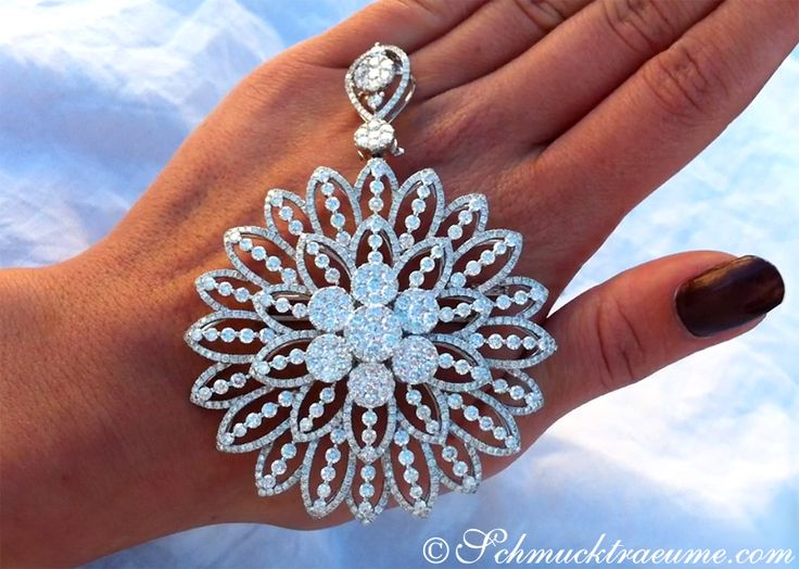 Gigantic Diamond Pendant / Brooch with Impressive Dimensions » Juwelier Schmucktraeume.com