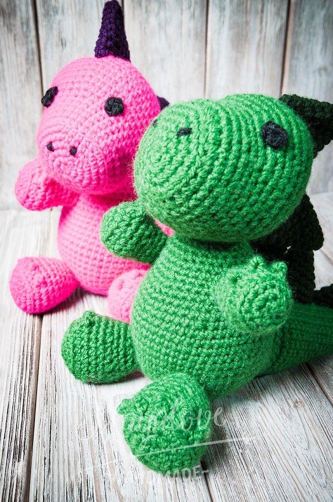 Szydełkowe zabawki to doskonała alternatywa dla seryjnych zabawek. Smok jest jedną z propozycji szydełkowej zabawki dla najmłodszych.    Crocheted toys are a perfect alternative for standard toys. The dragon is one of the proposals crochet toys for children.